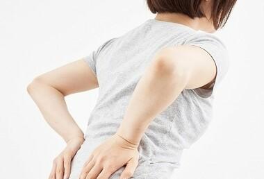 座るときに使用するクッションは腰痛に効果があるのか。佐久市