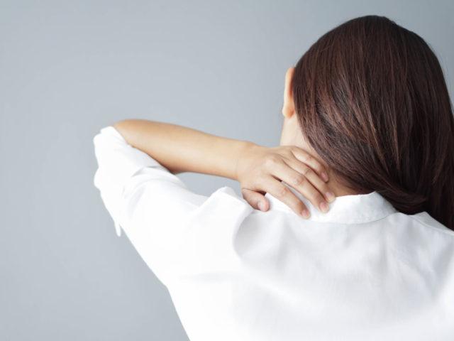 肩甲骨のあたりの背中の痛みの原因と解決法は?佐久市の整骨院、整体院