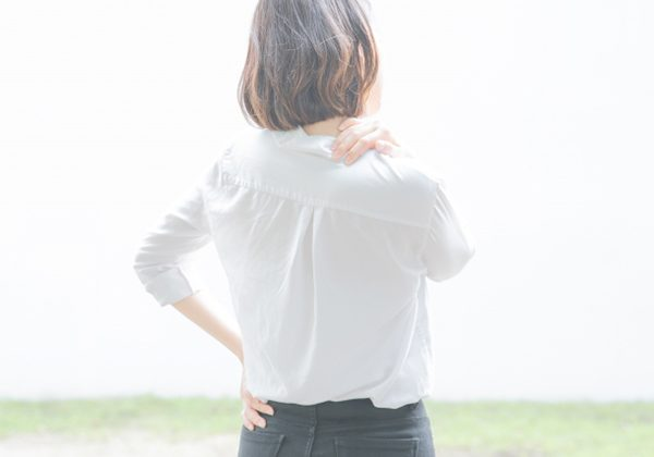 五十肩の痛みの原因は?治療は?痛み止めは効果があるのか?佐久市の整骨院、整体院