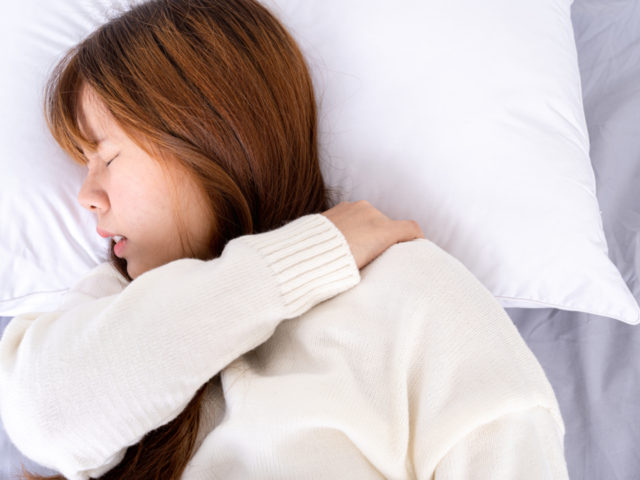佐久市らいおんハート整骨院 首の寝違えと朝起き上がる際の首の痛みの関係は 佐久市の整骨院 整体院