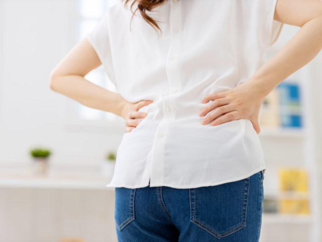 らいおんハート整骨院佐久 ぎっくり腰の痛みの原因は骨盤の歪み、猫背、佐久市整骨院 整体院