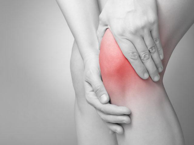 膝の痛みと運動不足の関係は?骨盤の歪みが原因で起こる腸脛靭帯炎の治療法とは?