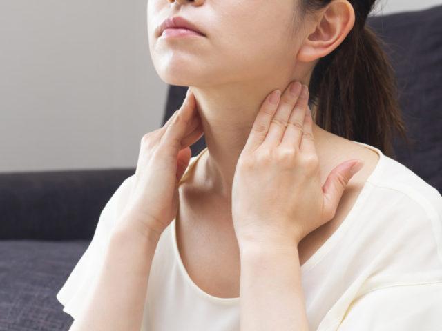 寝違えの首の痛みの原因は運動不足?猫背が原因で起こる寝違えの治療法は?