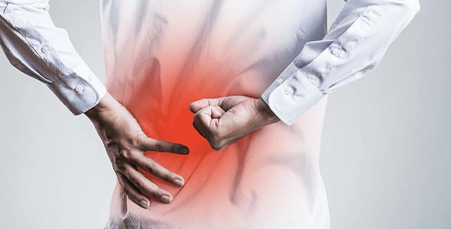 長時間座っている事での腰の痛みと足の痺れの原因は?姿勢改善から期待できる効果とは?
